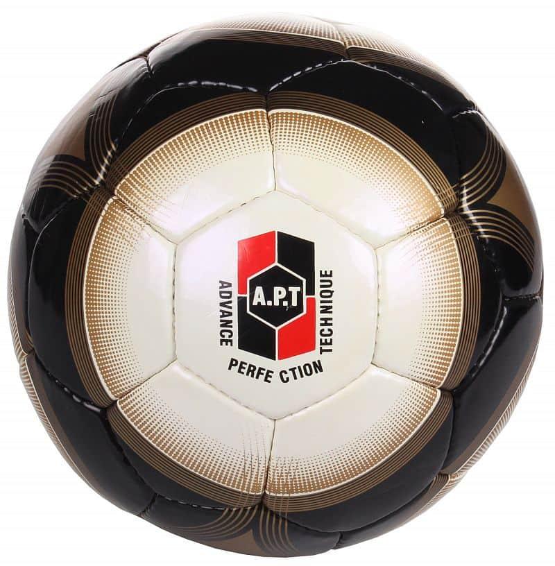 Dole fotbalový míč