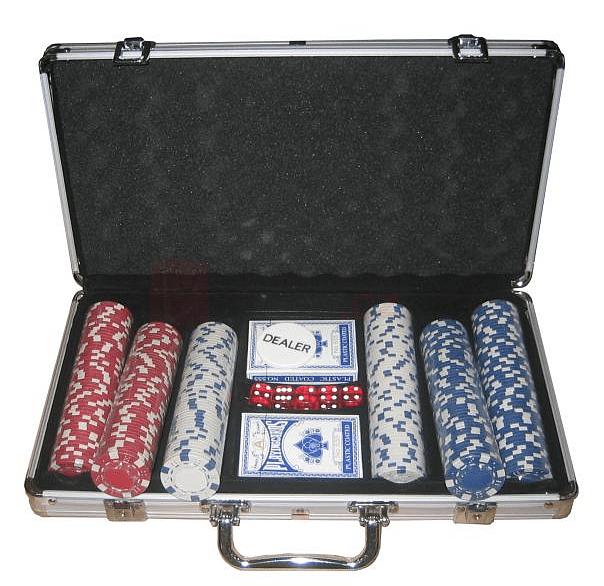 Poker set 300 v alu kufru s označením hodnot
